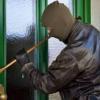Bărbat cercetat pentru furt după ce a sustras mai multe bunuri din casa unei femei din Viișoara