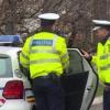 A fugit de polițiști și și-a abandonat mașina pentru că nu avea permis de condcere