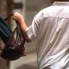 Un tânăr de 18 ani s-a ales cu dosar penal după ce a încercat să sustragă poșeta unei femei