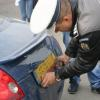 Tânăr de 21 de ani, cercetat de polițiști după ce a fost prins la volan fără permis de conducere şi cu plăcuţele de înmatriculare false