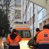 Femeie ajunsă de urgență la spital după ce și-a prins mâna la o mașină de tăiat lemne