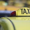 Doi clienți au bătut un taximetrist apoi i-au furat maşina. Vezi de la ce a pornit totul