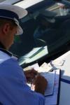 O femeie, în vârstă de 30 de ani, prinsă conducând fără permis pe un drum public