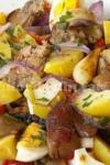 Salată caldă cu ficat de pui, cartofi și ciuperci