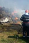 De aproape patru ore, pompierii botoșăneni se luptă cu flăcările la Stăuceni - FOTO
