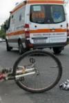 Culmea accidentelor rutiere: Un bărbat beat s-a accidentat după ce a intrat cu bicicleta într-o mașină