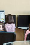 Ateliere Fără Frontiere sprijină cu 300 de calculatoare copiii și tinerii din medii defavorizate