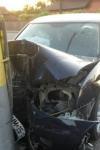 Urcat băut la volan, un bătrân de 73 de ani a intrat cu mașina într-un stâlp
