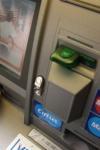 Un tânăr de 26 de ani a ajuns după gratii după ce a furat un card bancar și a scos banii de la bancomat