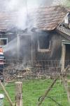 Incendiu la Brăești! Un tânăr de 29 ani și-a incendiat bunurile dintr-o cameră după o ceartă cu soția - FOTO