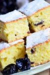 Prăjitură cu iaurt și prune uscate