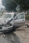 Bărbat ajuns la spital în urma coliziunii dintre două autovehicule - FOTO
