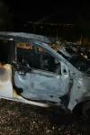 Incendiu izbucnit la un autoturism aflat în fața unei firme de dezmembrări