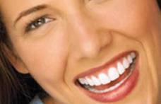 Alimente și ingrediente pentru un zâmbet minunat Albeşte-ţi dinţii acasă!