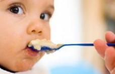 Mâncarea bebeluşi care conţine arsenic şi alte substanţe toxice