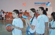 Peste 200 de copii din Dorohoi se bucură de o tabără de pregătire a elementelor tehnice din baschet - FOTO