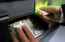 Patru dintre cele mai mari bănci nu taxează clienţii care îşi verifică soldul la ATM-urile din reţeaua proprie