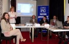 """Seminarul """"Familia victima tranziţiei"""" : Dezbateri ale femeilor conservatoare cu autorităţile"""