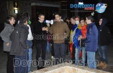 """Aproximativ 30 de tineri prezenți la o manifestare paşnică pe Pietonalul """"Grigore Ghica"""" din Dorohoi - FOTO"""