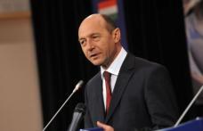 Băsescu a promulgat Legea salarizării profesorilor şi Legea codului de dialog social