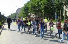 """Dorohoi: Marş al liceelor în cadrul proiectului """"Noi iubim viaţa"""""""