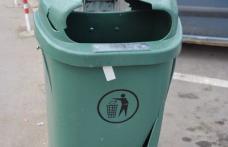 """Primim la redacţie - """"Coşuri de gunoi distruse"""""""