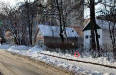 Primim la Redacţie - În Cartierul Plevna din Dorohoi, gunoiul se aruncă în tufiş