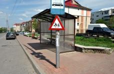 Primim la redacţie - Un semn de circulaţie din Dorohoi, amplasat prea jos provoacă nemulțumiri