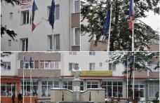 Primim la redacţie - Drapelul României, situat în centrul municipiului Dorohoi, rupt, murdar și decolorat – FOTO