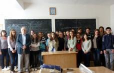 """[VIDEO] Întâlnire a Europe Direct Botoşani cu tinerii de la Colegiul Naţional """"Mihai Eminescu"""" în Săptămâna Europeană a Tineretului"""