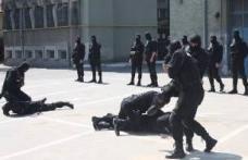 Exerciţiu demonstrativ al poliţiştilor Serviciului de Intervenţie Rapidă al IPJ Botoşani