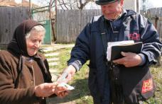 Veste bună pentru pensionari. Poştaşul le aduce mai mulţi bani