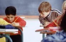 Elevii care copiază la evaluarea naţională nu pierd dreptul de a se înscrie la liceu