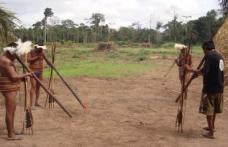 Un trib amazonian trăieşte în afara timpului: Fără vârstă sau ani