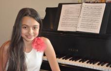 """Își donează premiile de mii de dolari! La doar 13 ani, Laura Bretan, """"Vocea"""" de la """"Românii au talent"""", îmbină perfect arta și caritatea la Chicago"""