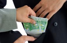 Profesorii care vor cere bani sau cadouri la bacalaureat riscă să fie sancţionaţi penal
