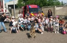 """1 iunie în siguranţă, alături de pompieri! Peste 2500 de copii au sărbătorit """"Ziua Internaţională a Copilului"""" alături de pompieri - FOTO"""