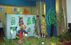 """[FOTO] Dorohoi : Copiii în """"Lumea teatrului"""""""