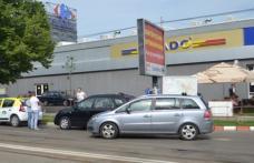 Accident la Botoșani în zona Carrefour! Un bebeluș a ajuns la spital!