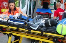 Două autoturisme puternic avariate în urma unei depășiri imprudente. O tânără a ajuns la spital!