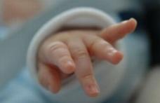Bebeluș suspect de meningoencefalită transportat de la Dorohoi la Iași