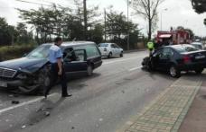 Șeful Poliției rănit după ce autoturismul pe care îl conducea a fost lovit în plin de o mașină mortuară - FOTO