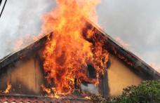 Casă cuprinsă de flăcări la Hudești. Proprietarul a decedat iar soția acestuia a fost rănită