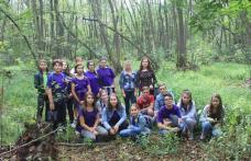 """Activitate de promovare locală a 15 elevi voluntari din județul Botoșani care au umblat """"Pe cărările nebănuite ale județului"""" - FOTO"""