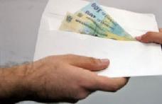 Plic cu bani găsit în sediul Prefecturii