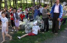Șc. Ion Pillat Dorohoi: Ziua Mondiala a Mediului, marcată de elevi printr-o acțiune de ecologizare