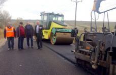 Lucrări de asfaltare pe un tronson din infrastructura rutieră județeană - FOTO