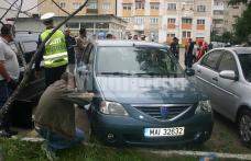 Cinci maşini avariate de un angajat al Prefecturii