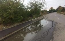 Primim la redacție – Stradă din Dorohoi recent asfaltată unde asfaltul a luat-o cu totul la vale - FOTO