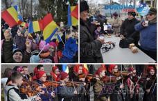 """Horă pe muzica Orchestrei """"Mugurelul"""" și mâncare ostășească de 1 Decembrie la Dorohoi - VIDEO/FOTO"""